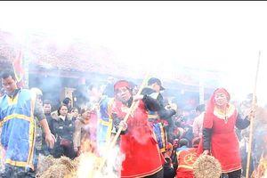 Clip: Đỏ lửa lễ hội thổi cơm thi làng Thị Cấm