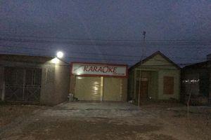 Tạm giam đối tượng đâm chết chủ quán karaoke vì hết phòng