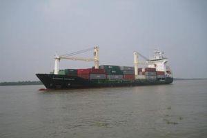 Tàu Biển Đông Freighter cứu 8 thuyền viên gặp nạn trên biển