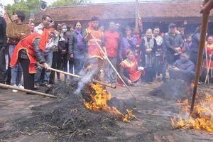 Hà Nội: Rộn ràng hội thi đốt rơm thổi cơm làng Thị Cấm