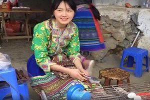 Thiếu nữ bán cơm lam, trứng gà nướng xinh đẹp ngây ngất dân mạng