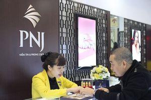 Xuân Hinh, Thu Trang đi mua vòng phong thủy ngày vía thần tài