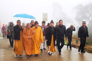 Hàng vạn người hành hương về nơi vua Trần hóa Phật
