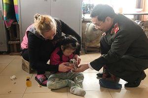 Nữ tình nguyện viên hết lòng với trẻ khuyết tật