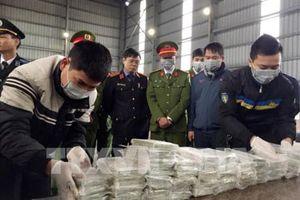 Phá đường dây vận chuyển 288 bánh heroin từ Lào vào Việt Nam