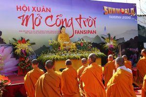 Du khách nô nức tham dự Hội xuân Mở Cổng Trời Fansipan