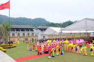 Sáu vạn du khách hành hương về Yên Tử ngày khai hội