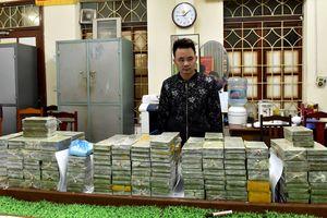 Kẻ vận chuyển 288 bánh heroin tông ôtô vào cảnh sát