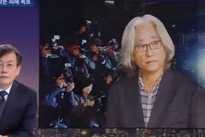 Clip giám đốc nhà hát ở Hàn Quốc cúi đầu xin lỗi sau bê bối quấy rối