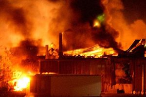 Cháy 3 căn nhà khu vực cửa biển Sông Đốc