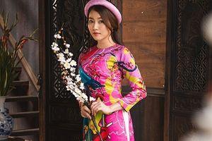 Nữ diễn viên Hồng Loan đẹp dịu dàng trong tà áo dài truyền thống