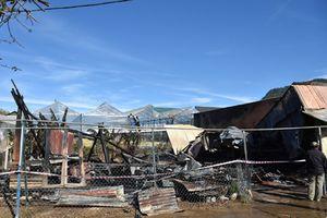 Cháy xưởng mộc, lan sang 2 nhà dân