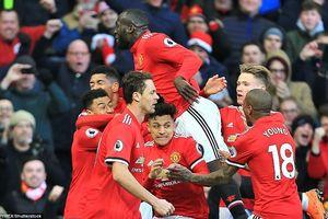 Lukaku rực sáng, MU ngược dòng đả bại Chelsea