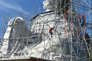 Lén xây tượng Bà trên Núi Sam: Giải thích lạ