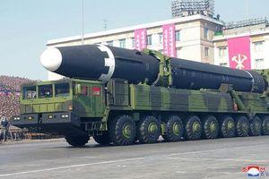 Lai lịch gây sốc cỗ xe mang tên lửa 'khủng' nhất Triều Tiên