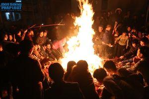 Hà Nội: Hàng trăm người dân tham dự lễ 'Lấy Đỏ' đầu năm