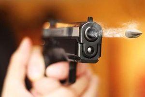 Mâu thuẫn chơi bầu cua, vợ gọi chồng cũ mang súng đến tận nhà bắn người