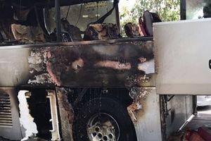 Hành khách hoảng loạn khi xe bất ngờ phát hỏa trên đường