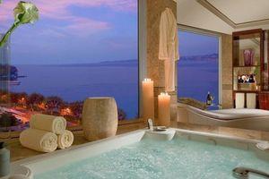 Phòng khách sạn có cửa sổ chống đạn giá 1,98 tỷ đồng/đêm hoành tráng cỡ nào?