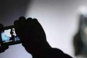 Cô gái 19 tuổi bị bạn trai dọa tung ảnh nóng, tống tiền