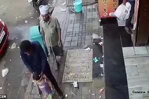 Ấn Độ: Táo tợn bắt cóc trẻ em ngay trước cửa nhà giữa ban ngày