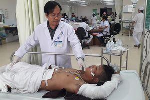Chuyển hai công nhân bị bỏng điện lên Bệnh viện Chợ Rẫy