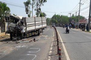 Ô tô tải đâm đuôi xe đầu kéo, tài xế tử vong