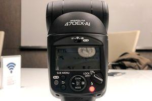 Đèn flash máy ảnh mới của Canon tự tìm hướng chụp tốt nhất