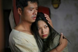 Phim 'Thương nhớ ở ai' khác gì so với tiểu thuyết 'Bến không chồng'?