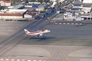 Đề nghị cùng Anh quản lý sân bay Tây Ban Nha gây tranh cãi