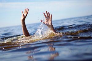 Đắm tàu chở hàng, bé gái 2 tuổi thiệt mạng cùng mẹ