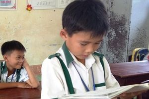 Tặng bằng khen em học sinh lớp 3 trả lại 44 triệu đồng cho người mất