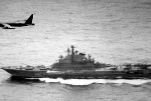 Sự kiện B-52H đùa giỡn cả nhóm tàu sân bay Liên Xô