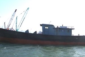 Một tàu vỏ sắt vô chủ trôi dạt trên vùng biển Thừa Thiên - Huế