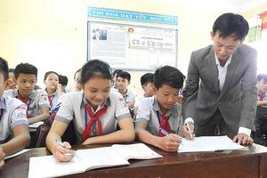 Thầy giáo làng làm giám khảo quốc tế