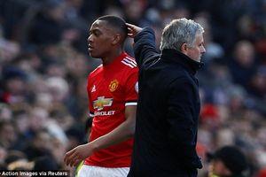 Mourinho nổi nóng với M.U bởi chậm trễ tái ký hợp đồng với các học trò