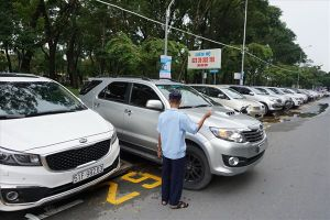 TPHCM: Phí đỗ xe dự kiến tăng gấp 8 lần, người dân có hạn chế đi ôtô?