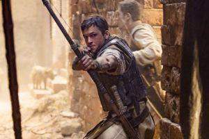 Phim 'Robin Hood' của tài tử 'Kingsman' hoãn chiếu hai tháng