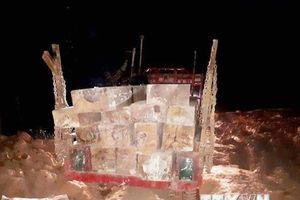 Bắt quả tang một vụ vận chuyển trái phép hơn 20m3 gỗ xẻ hộp