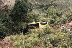 Kinh hoàng xe khách mất lái trên đèo 'tử thần', 20 người thương vong