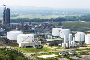 Cổ phiếu Lọc dầu Dung Quất tăng trần ngày chào sàn