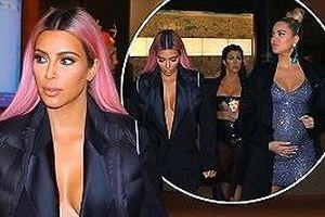 Chị em nhà Kim Kardashian mặc gợi cảm dạo phố đêm ở Tokyo