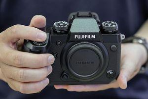 Trên tay Fujifilm X-H1 tại Việt Nam: chống rung 5 trục, màn hình phụ