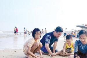 Quảng Ngãi các bãi biển 'hút' khách sau Tết Nguyên đán 2018
