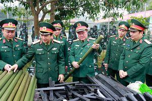 Tăng cường huấn luyện sát với thực tiễn chiến đấu, làm chủ vũ khí, khí tài mới, hiện đại