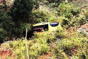 Xe khách lao xuống vực đèo Lò Xo, tài xế tử nạn