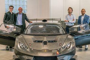 Cậu bé 14 tuổi được tặng chiếc Lamborghini phiên bản đua dịp sinh nhật
