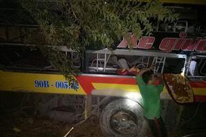 Xe khách lao xuống vực sâu 70 m trên đèo Lò Xo, 20 người gặp nạn