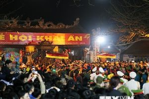 Hàng vạn người đổ về Nam Định dự lễ Khai ấn đền Trần trong đêm