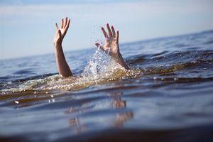 Đi tắm ở hồ, nam sinh lớp 5 đuối nước thương tâm